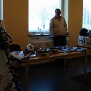 Roger visade olika fritids prylar, bl.a en eldriven isborr