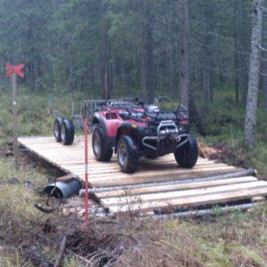 Bron verkar hålla för 4-hjulingen, Hans och Dan kan pusta ut