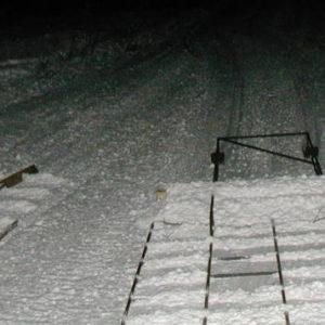 Olika modeller. Den högra har skidor baktill och en bräda som drar med lite snö, fungerar mycket bra.