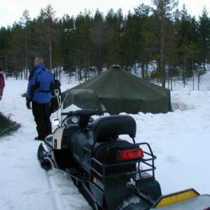 Tältet på plats, bara att värma upp kaminen!